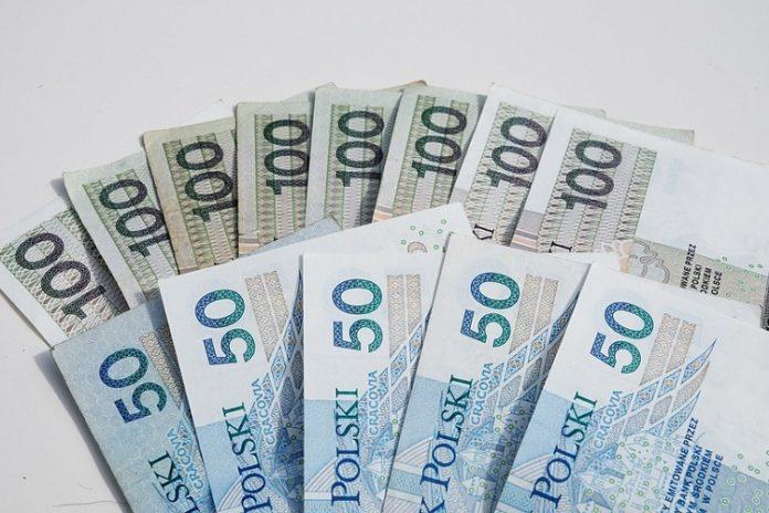 zarobki w Warszawie