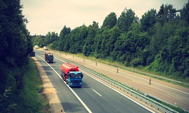 Ładunek i transport – do czego służą zawiesia pasowe